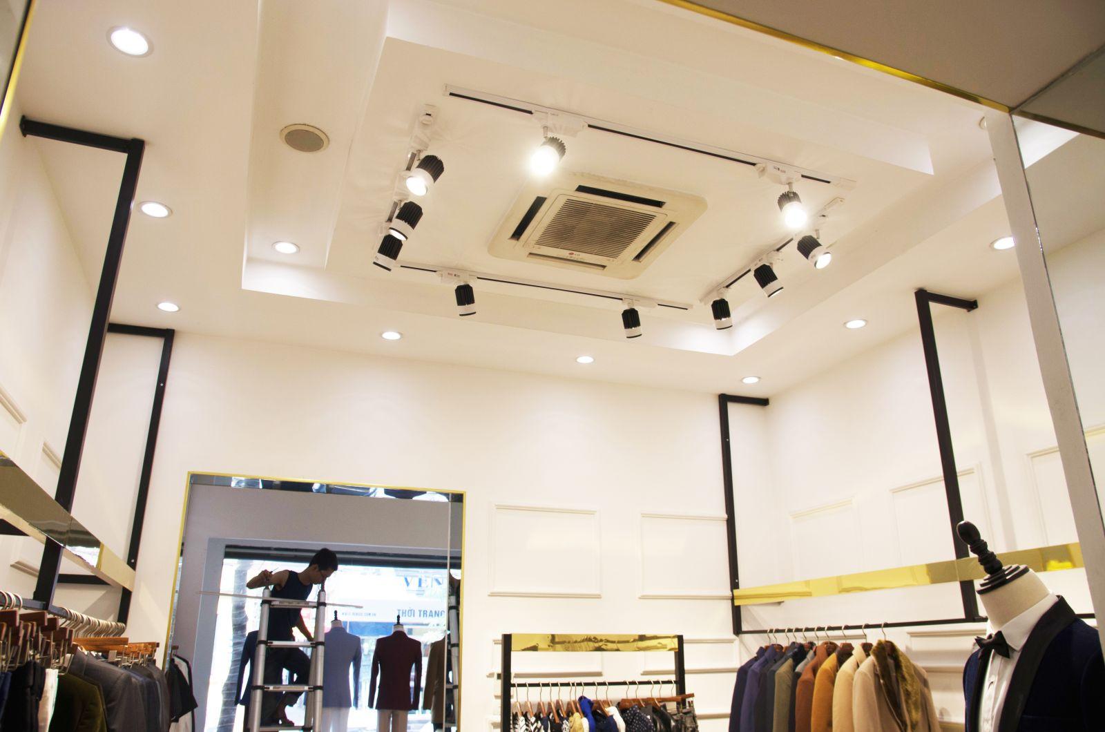 Đèn LED rọi cho cửa hàng thời trang